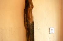 Skulptur aus Holz für die Wand.