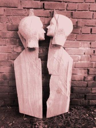 Søren Engel aus Hamburg schafft Skulpturen aus Holz