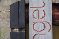 Das neue, alte Namensschild fürs Atelier
