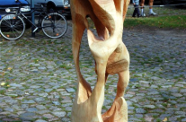 Skulptur des eigenen Abbildes in Holz