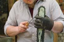Schärfen des Bildhauer Werkzeuges