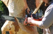 Skulptur aus Holz sägen